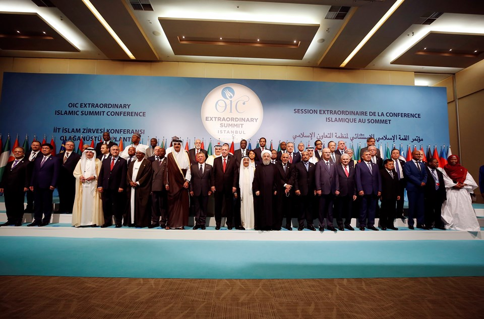 Zirveye katılan Cumhurbaşkanı Erdoğan ve diğer ülkelerin temsilcileri aile fotoğrafı çektirdi.