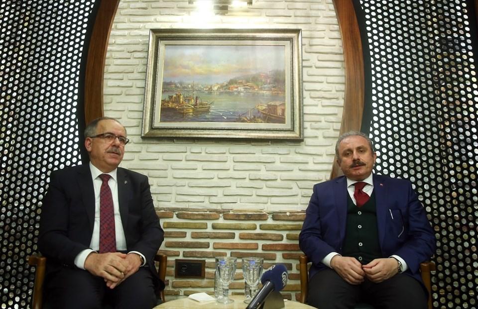 Anayasa Komisyonu Başkanı ve AK Parti İstanbul Milletvekili Mustafa Şentop (sağda) ile MHP Genel Sekreter Yardımcısı ve Konya Milletvekili Mustafa Kalaycı (solda)