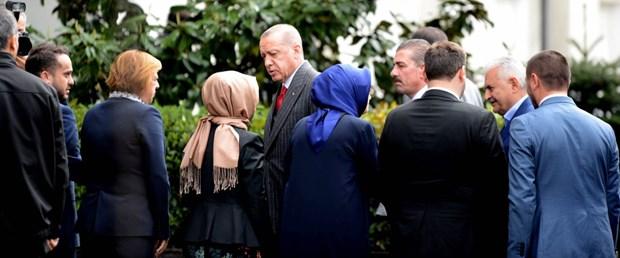 erdogan-ak-parti-il-binasinda.jpg
