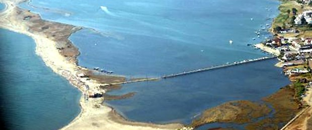 Deniz Altınova'yı kemiriyor
