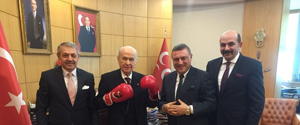 turkiye-boks-federasyonundan-devlet-bahceliye-ziyaret_1815_dhaphoto1.jpg