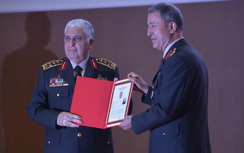Törende Orgeneral Necdet Özel, Genelkurmay Başkanlığı görevini, Orgeneral Hulisi Akar'a devretti.