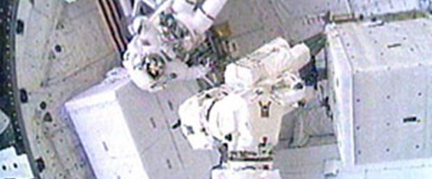 Discovery astronotları 6.5 saat uzayda kaldı
