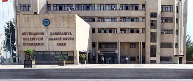 Diyarbakır'da belediye binasına taşlı saldırı