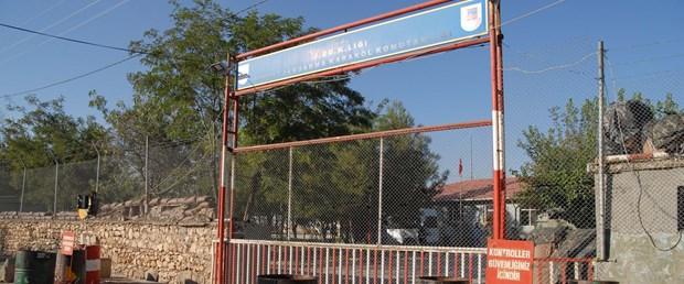 diyarbakirda-karakoluna-roketatarli-saldiri-4-yarali-fotograflar_1719_dhaphoto5.jpg