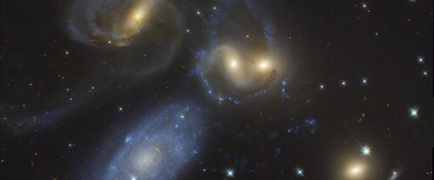 Dört galaksi birbirine girdi