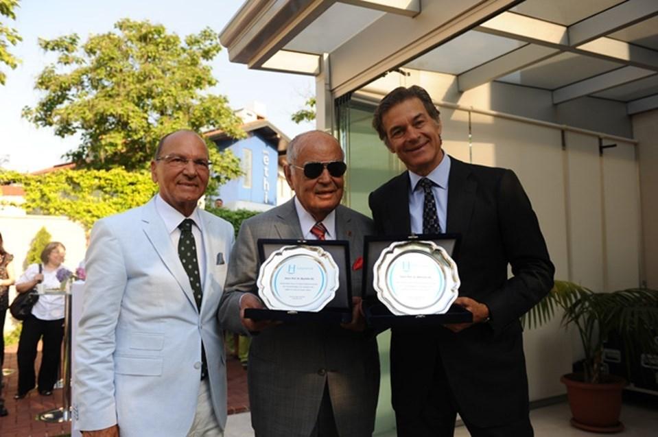 Mustafa Öz (ortadaki) 94 yaşında hayatını kaybetti