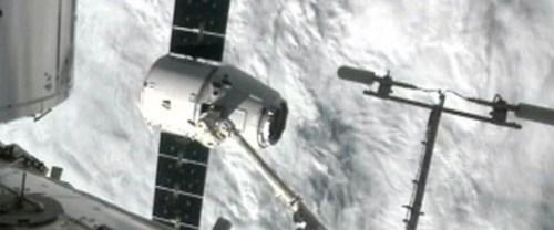 Dragon astronotlara dondurma taşıdı