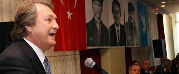 DSP'de Zeki Sezer istifa etti