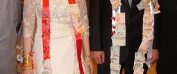 Düğünde takılar çalındı