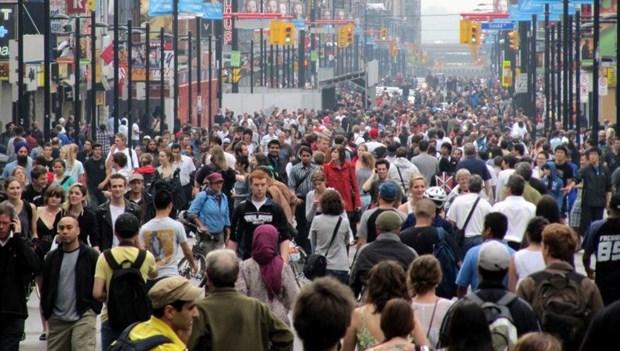 Crowded_Street_8651_6663.jpg