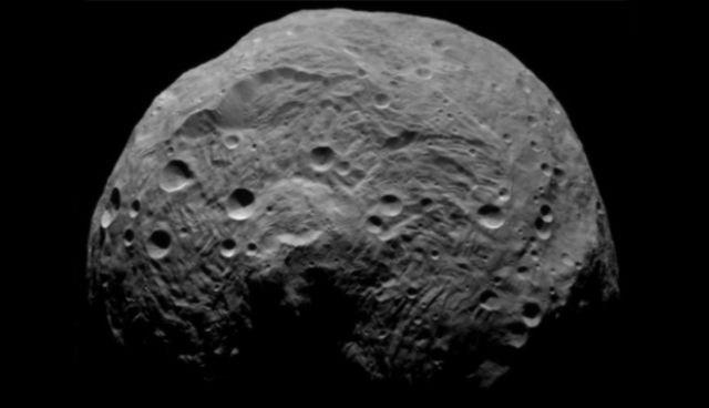 Yüzeyinde su izine rastlanan dev asteroit Vesta.