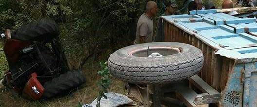 elazigda-traktor-devrildi-2-olu-4-yarali-fotograflar_8349_dhaphoto3.jpg