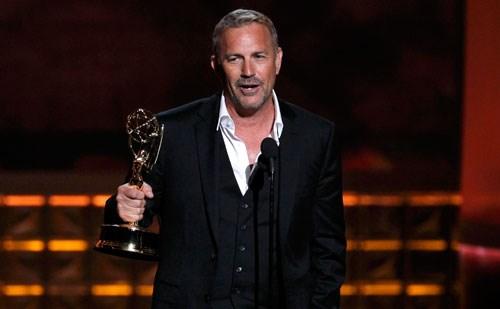 Usta oyuncu Kevin Costner Mini Dizi dalında En İyi Erkek Oyuncu seçildi.