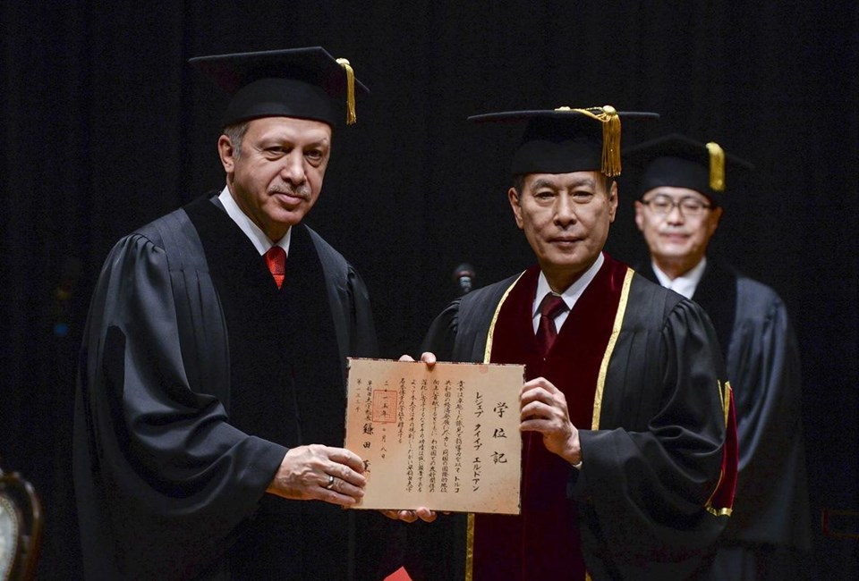 Cumhurbaşkanı Erdoğan'a, Waseda Üniversitesi tarafından fahri doktora verildi.