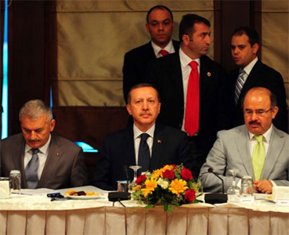Toplantıya Ulaştırma Bakanı Binali Yıldırım ve AK Parti Genel Başkan Yardımcısı Hüseyin Çelik de katıldı.
