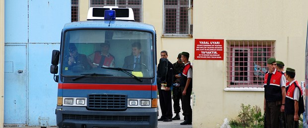 Ergenekon'da 2 teğmen tahliye edildi