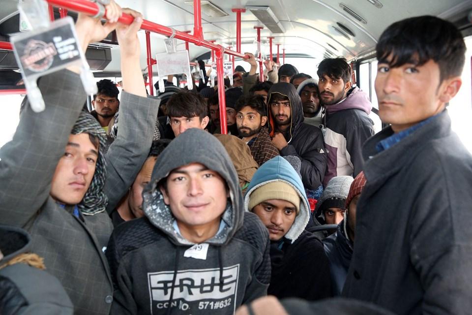erzincanda bir otobüste 165 kaçak ile ilgili görsel sonucu