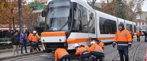 tramvay-raydan-cikti-seferler-2-saat-durdu.jpg
