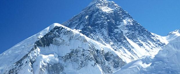 """""""Everest'in buzulları eriyor"""""""