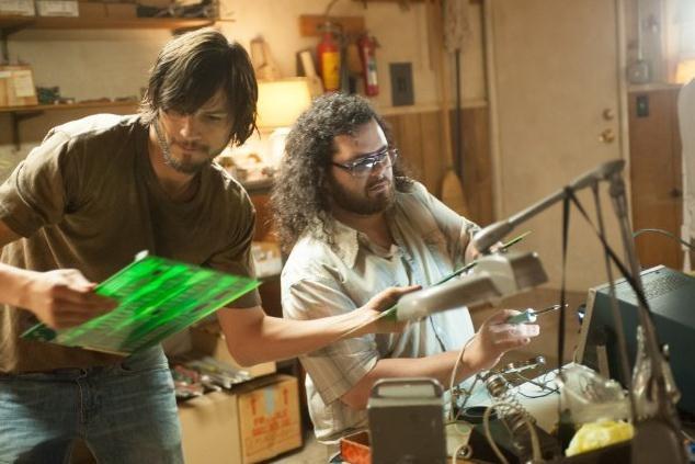 Ashton Kutcher (Steve Jobs) Josh Gad (Steve Wozniak)