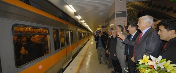 Fırat, Adana metrosunu çiçekle karşıladı