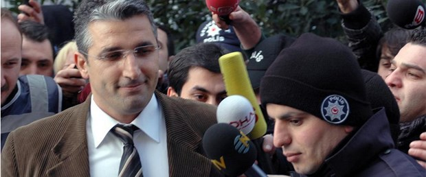 FT: AKP eleştirileri bastırmakla suçlanıyor