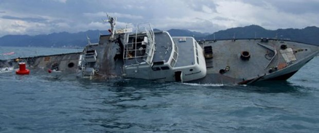 Gemi töreni beklemeden battı