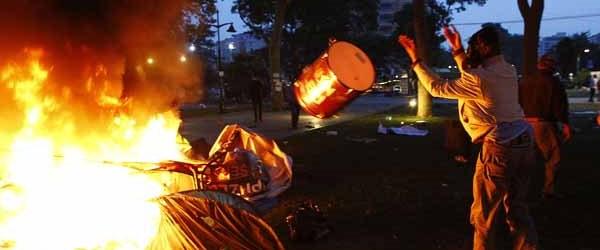 'Gezi'deki çadırları zabıta yakmış