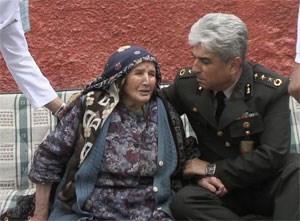 Şehit Ahmet Eryılmaz'ın Kırıkkale'deki baba evi ve acı haberi alan anne Cennet Eryılmaz.