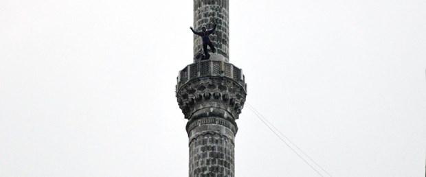minareden-atladi-kurban-bayramini-kutladi_8473_dhaphoto1.jpg