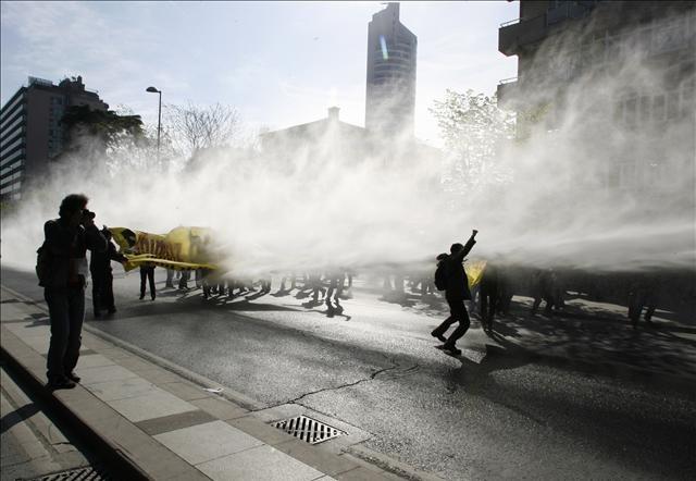 Göstericilere müdahale