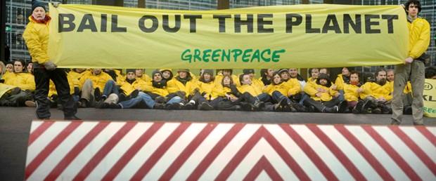 Greenpeace AB binasını işgal etti