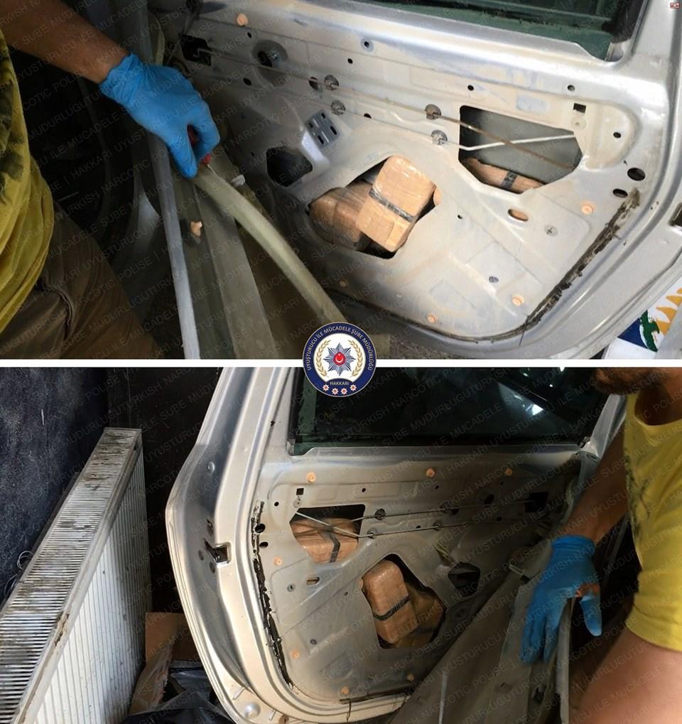Araçta yapılan aramalarda uyuşturucunun paketler halinde aracın içine gizlendiği belirlendi.