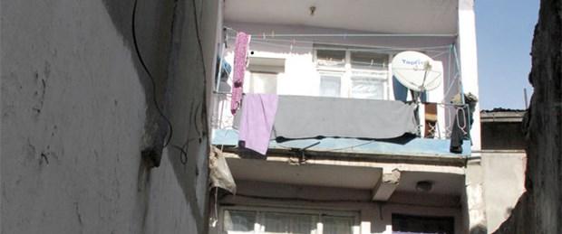 Halı silkelerken balkondan düştü