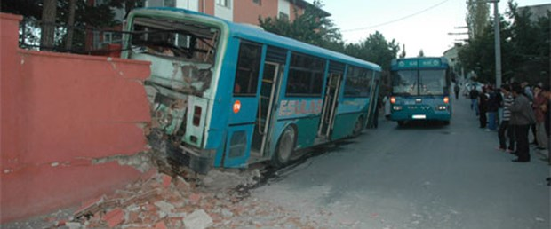 Halk otobüsünün freni patladı: 11 yaralı