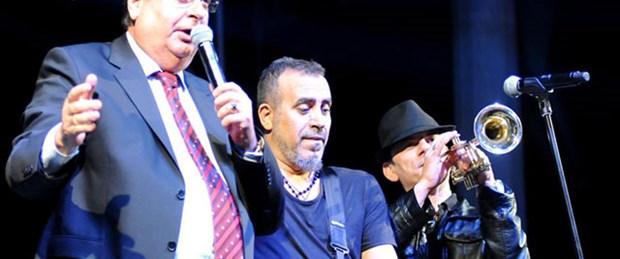 Haluk Levent belediye başkanı ile düet yaptı