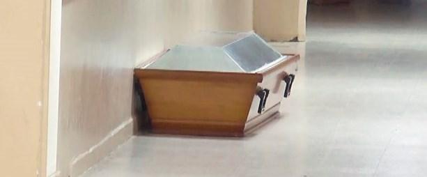 cenazeler karıştı.jpg