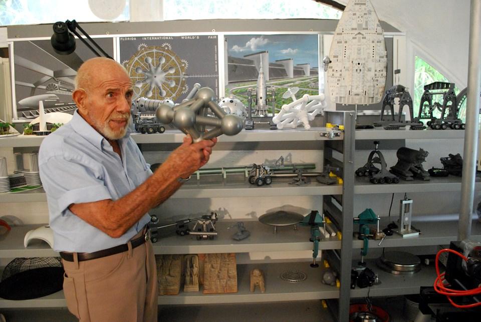 İkinci Dünya Savaşı sırasında ve sonrasında ABD'yi çağ atlatan bir çok tasarımda Fresco'nun imzası var.