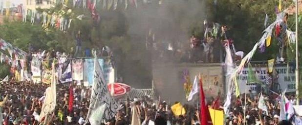 hdpnin-diyarbakir-mitinginde-patlama.jpg