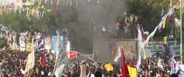 hdpnin-diyarbakir-mitinginde-patlama,Y1lFcFEz20SechZ6SOJQtg.jpg