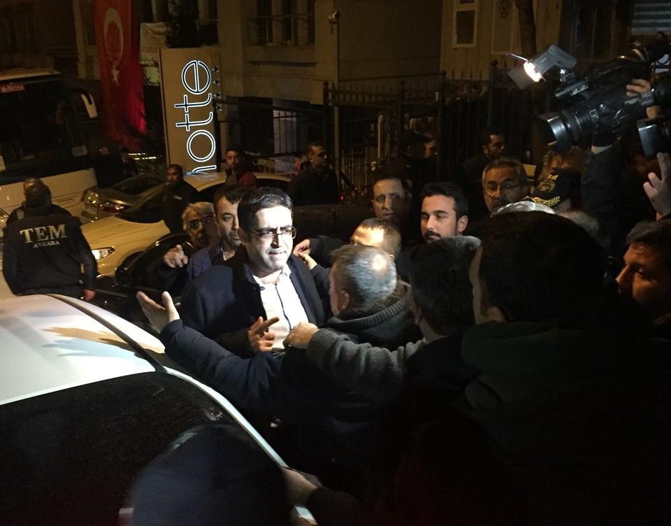 HDP Diyarbakır Milletvekili İdris Baluken, partisinin genel merkezinde gözaltına alındı.