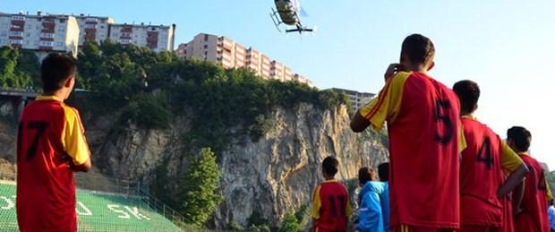 Helikopter indi, maç durdu