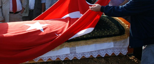 Her tabuta Türk bayrağı yok