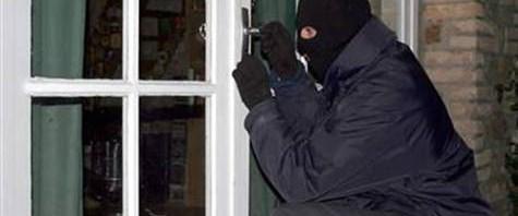 Hırsızlar evin kapısını da çaldı