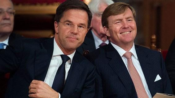 Hollanda Başbakan Mart Rutte (solda) ve Hollanda Kralı Willem Alexander.