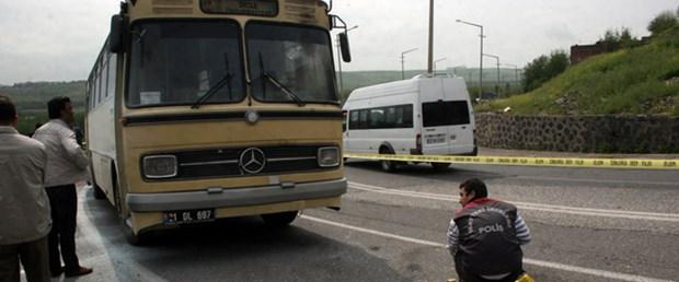 İçi dolu otobüse molotof attılar