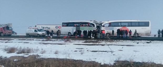 otobüsler çarpıştı.jpg