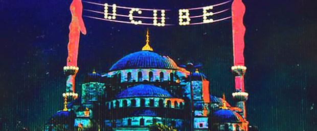 İki minare arasında 'ucube' yazısı