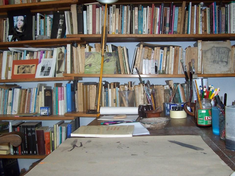 'Bodrum benim yazı odamdır'' diyen Berk'in çalışma odası.